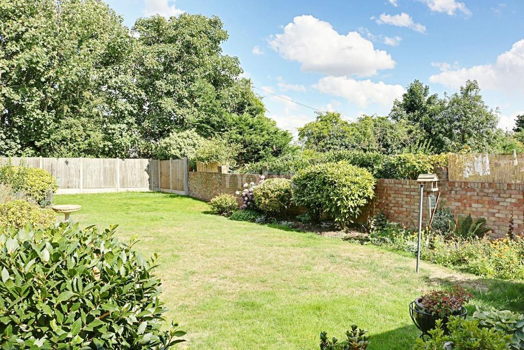 2 Bedrooms Bungalow for sale in Mawney Road, Romford