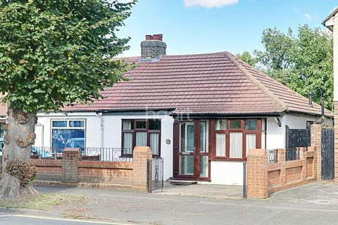 2 bedroom bungalow for sale - Mawney Road, Romford