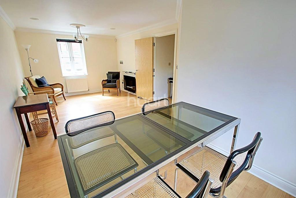 2 Bedrooms Flat for sale in Henry laver court, Colchester