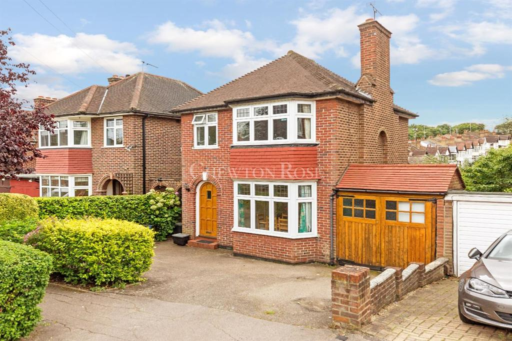3 Bedrooms Detached House for sale in WOODFORD GREEN