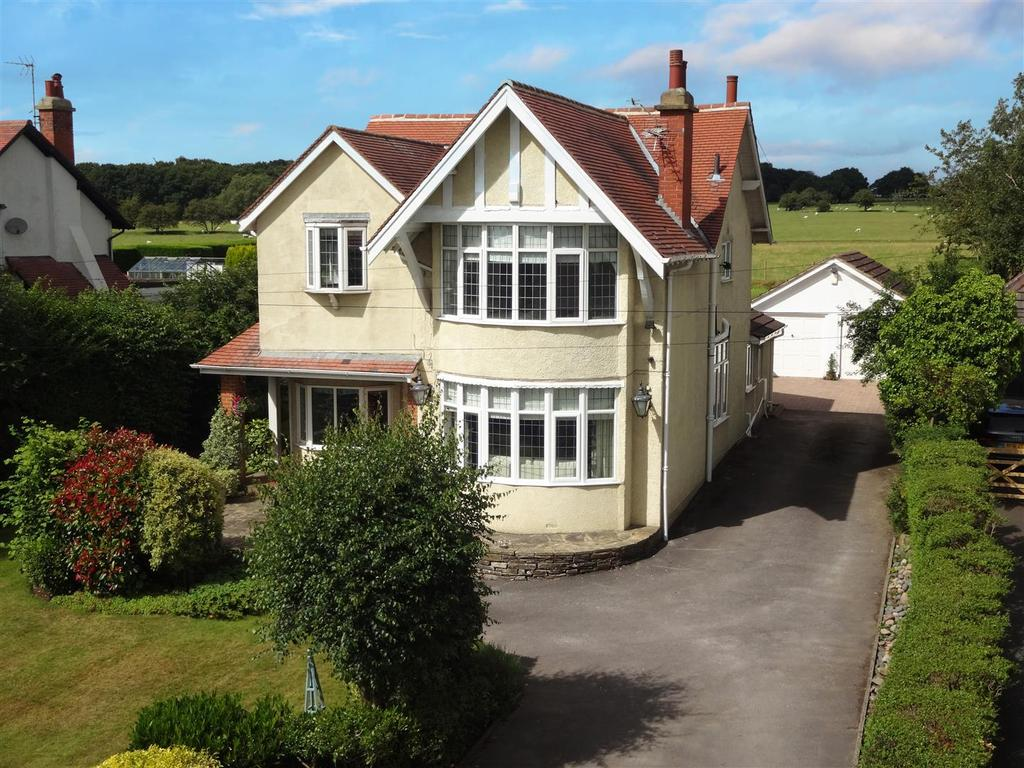 4 Bedrooms Detached House for sale in Kings Road, Bramhope