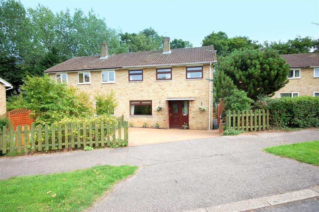 3 Bedrooms Semi Detached House for sale in Byfield, Welwyn Garden City