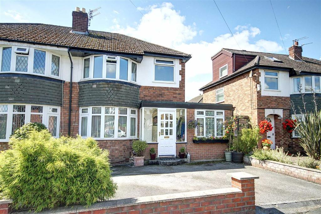 3 Bedrooms Semi Detached House for sale in Hawthorn Close, Timperley, Cheshire