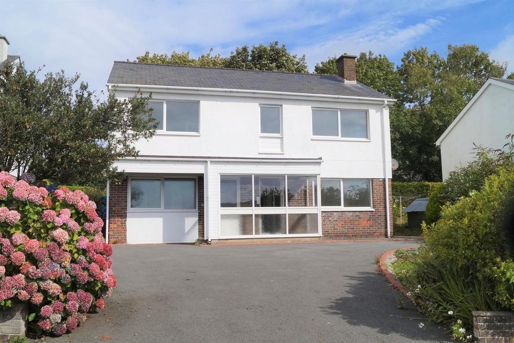4 Bedrooms Detached House for sale in Gwaen Ganol, Criccieth