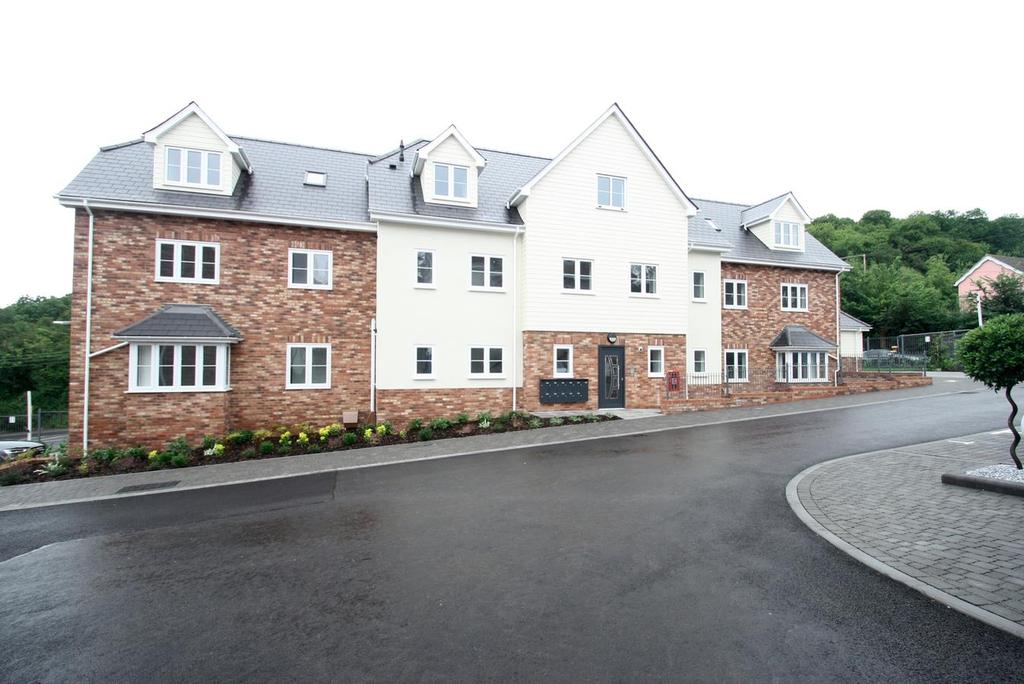 1 Bedroom Flat for sale in Catherine Road, Benfleet