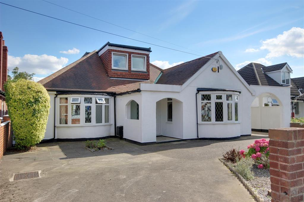 5 Bedrooms Detached Bungalow for sale in Boothferry Road, Hessle