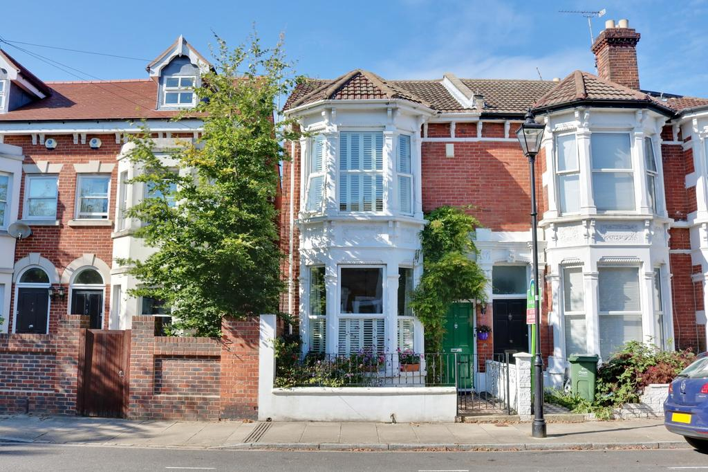 3 Bedrooms Semi Detached House for sale in Southsea