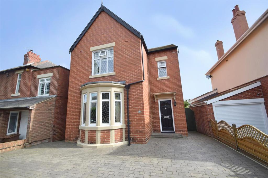 3 Bedrooms Detached House for sale in Hillcrest, Monkseaton