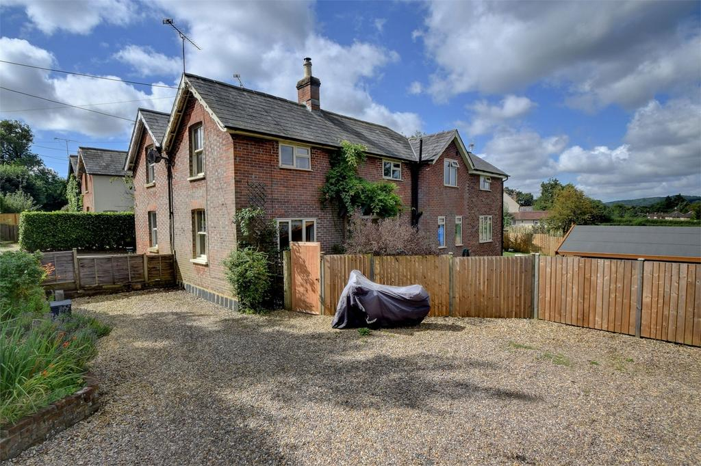 3 Bedrooms Semi Detached House for sale in Pophole Cottages, Hill Brow Road, LISS, Hampshire