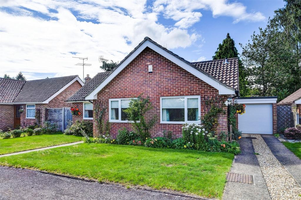 3 Bedrooms Detached Bungalow for sale in Ludshott Grove, Headley Down, Hampshire