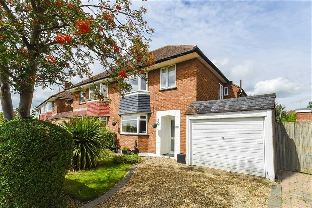 3 Bedrooms Semi Detached House for sale in Castleton Road, Eastcote