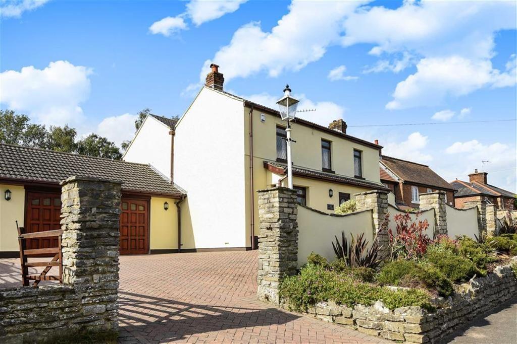 4 Bedrooms Detached House for sale in Wimborne Road West, Wimborne, Dorset