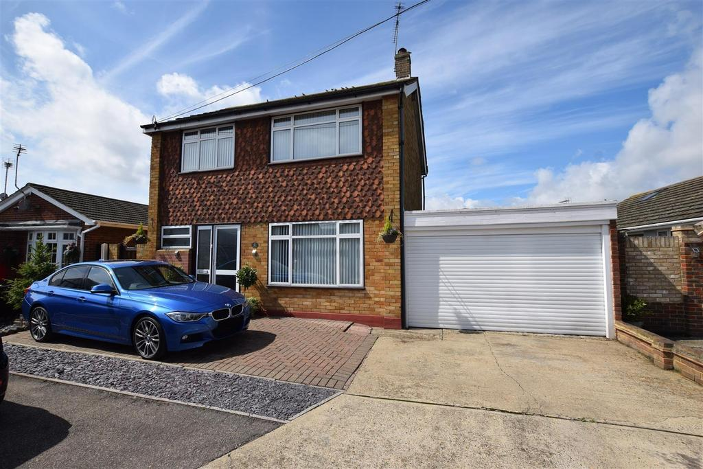 3 Bedrooms Detached House for sale in Beck Road, Canvey Island