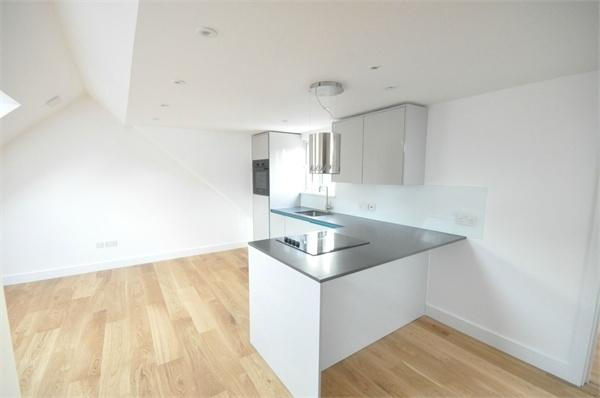 1 Bedroom Flat for sale in Campbell Road, WEYBRIDGE, Surrey