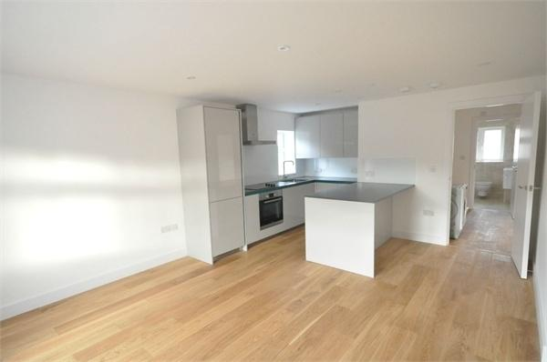 2 Bedrooms Flat for sale in Campbell Road, WEYBRIDGE, Surrey