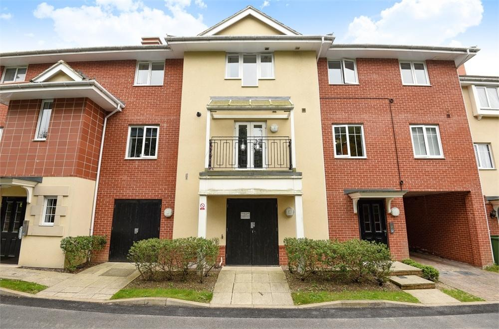 1 Bedroom Flat for sale in Pounden Court, 6 Aitken Close, Ruislip, Greater London
