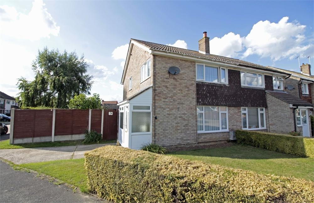 3 Bedrooms Semi Detached House for sale in Bladon Close, Tiptree, Essex