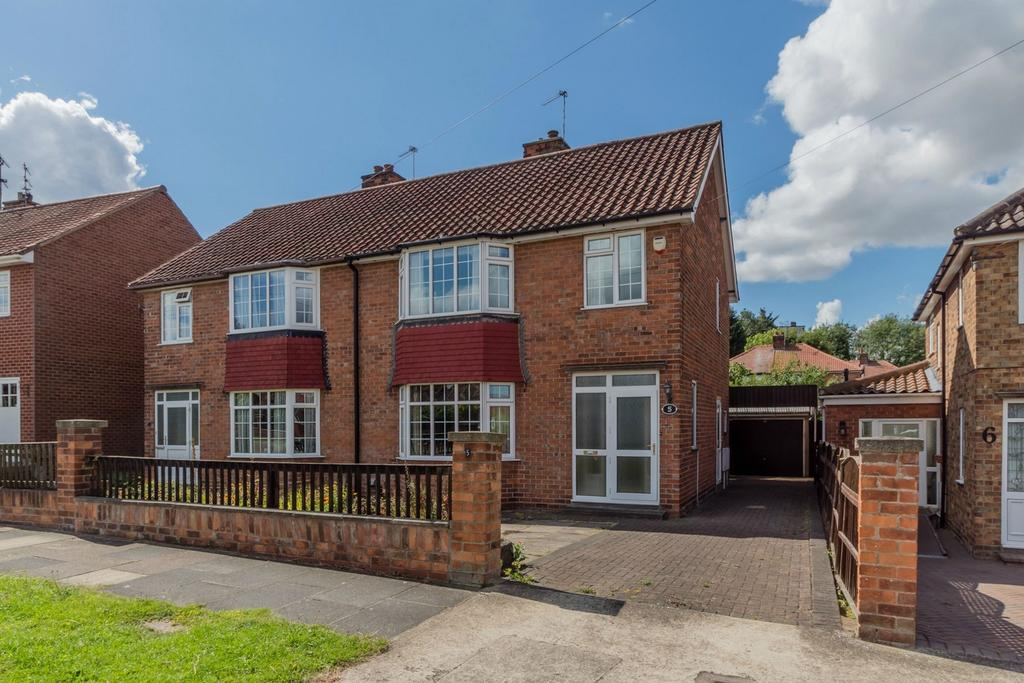 3 Bedrooms Semi Detached House for sale in Holgate Lodge Drive, YORK