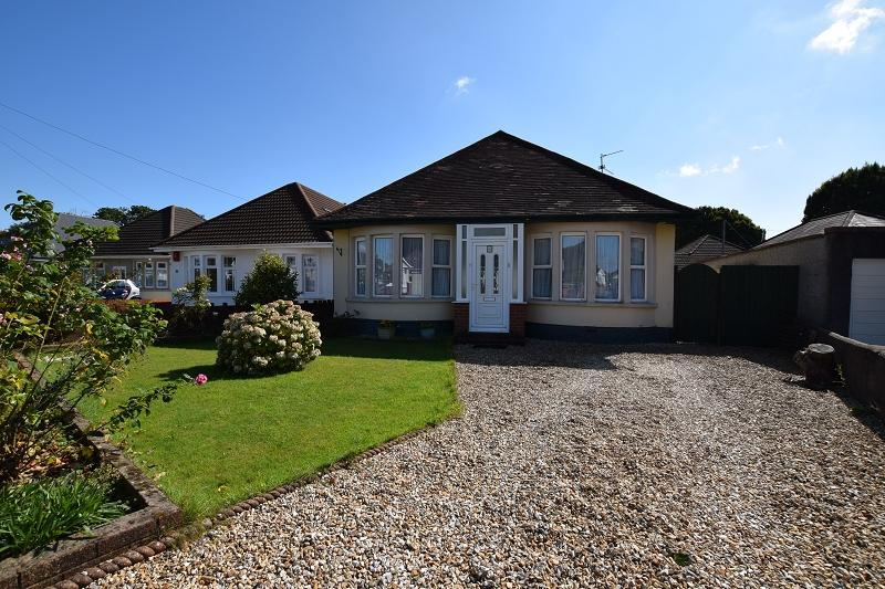 2 Bedrooms Detached Bungalow for sale in Heol Cattwg , Whitchurch, Cardiff. CF14 1JQ