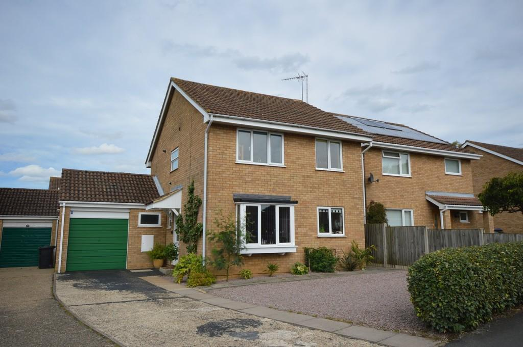 4 Bedrooms Detached House for sale in St Augustines Way, South Wootton