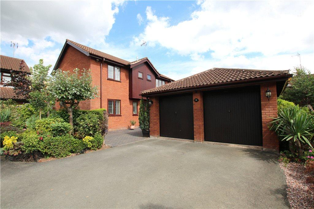 4 Bedrooms Detached House for sale in Fairford Close, Church Hill North, Redditch, Worcestershire, B98