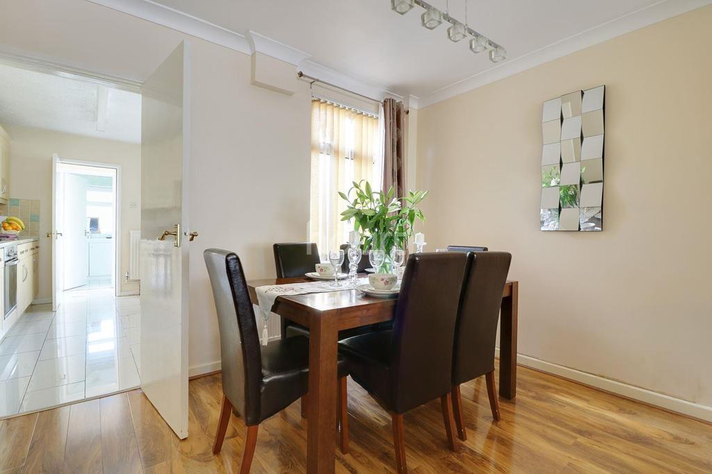 2 Bedrooms Terraced House for sale in Omdurman Street, Swindon, Wiltshire