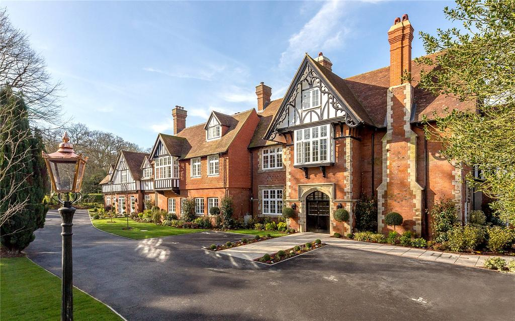 2 Bedrooms Flat for sale in Westerham Road, Keston, Kent, BR2