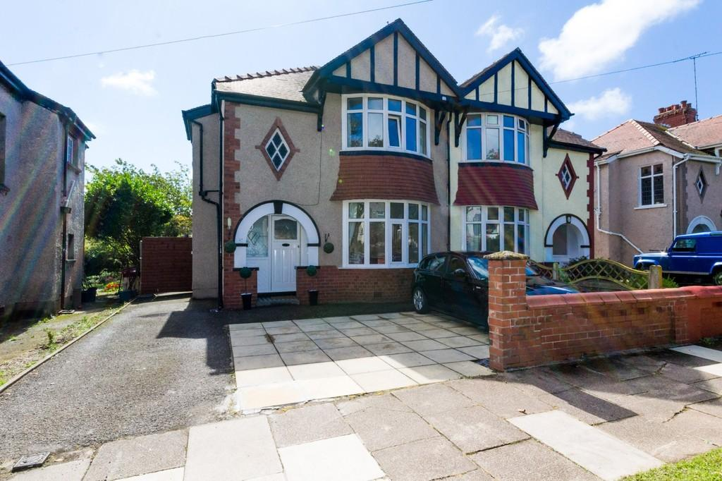 3 Bedrooms Semi Detached House for sale in Clevelands Avenue, Barrow-In-Furness