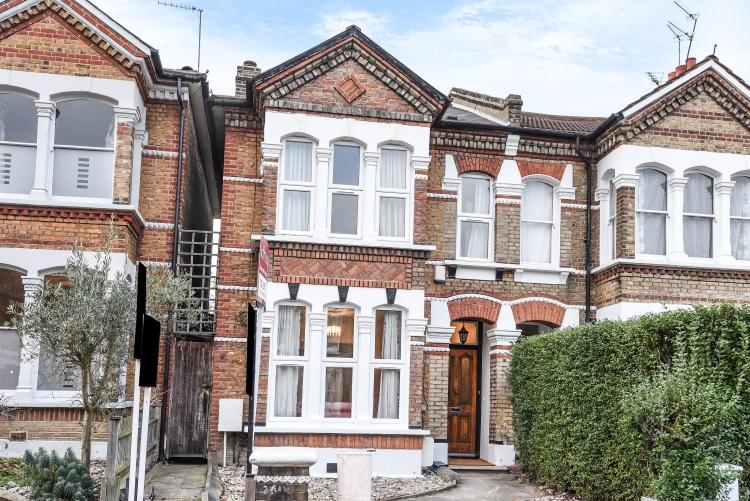 5 Bedrooms House for rent in Friern Road London SE22