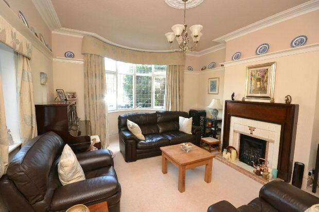 4 Bedrooms Semi Detached House for sale in Weelsby Road, GRIMSBY