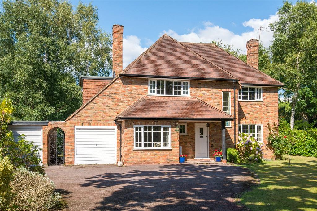 4 Bedrooms Detached House for sale in Howards Thicket, Gerrards Cross, Buckinghamshire