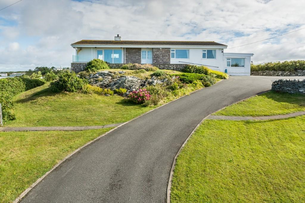 5 Bedrooms Detached Bungalow for sale in Ravenspoint Road, Trearddur Bay, North Wales