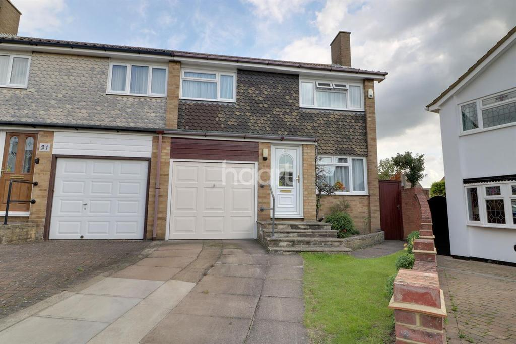 3 Bedrooms Semi Detached House for sale in Hilltop Close, Cheshunt