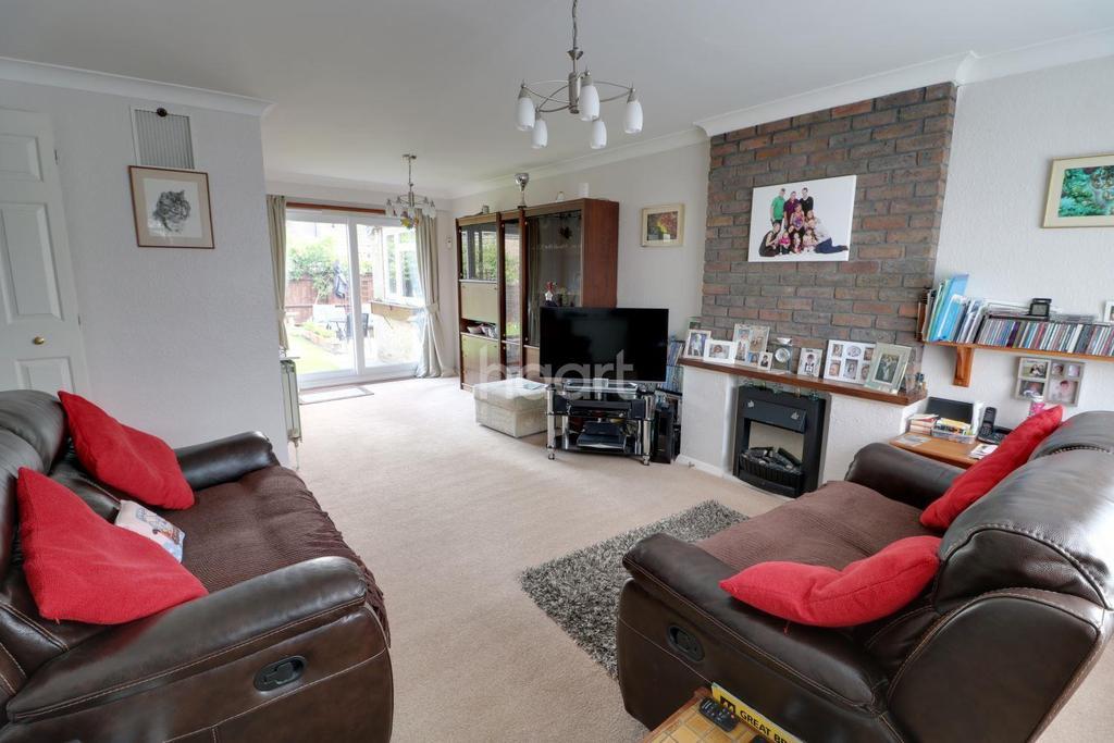 3 Bedrooms Semi Detached House for sale in Hilltop Close, Cheshunt, EN7