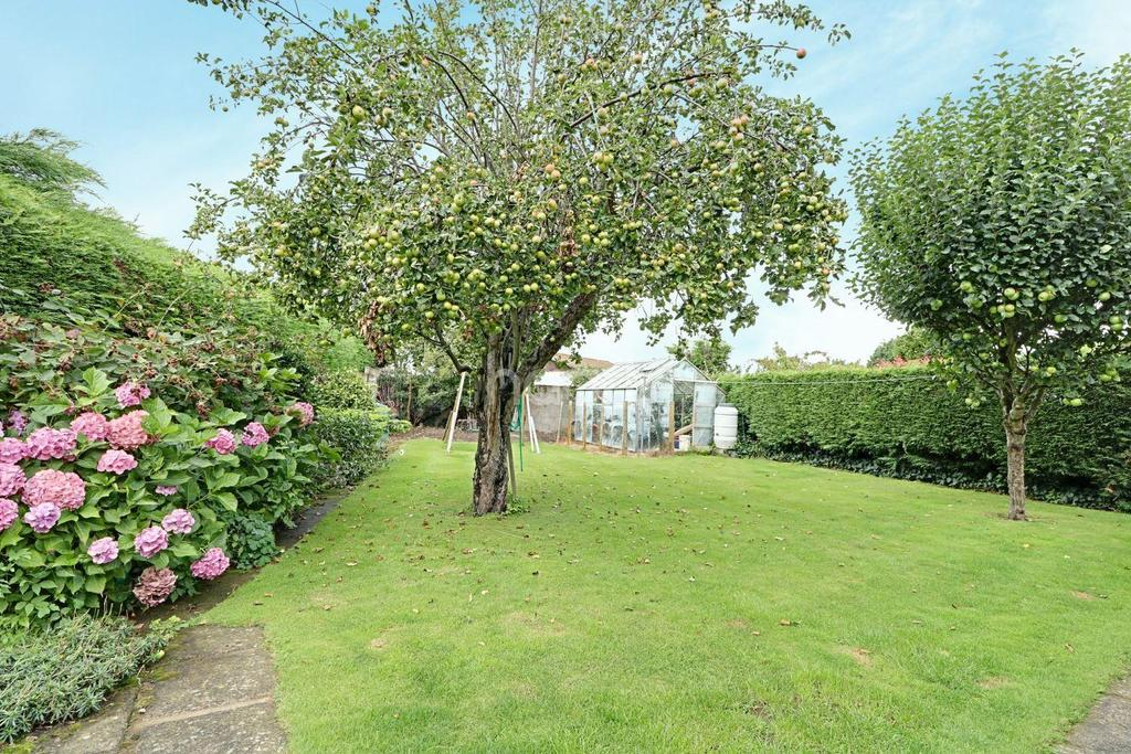 3 Bedrooms Bungalow for sale in Almholme Lane, Arksey, Doncaster