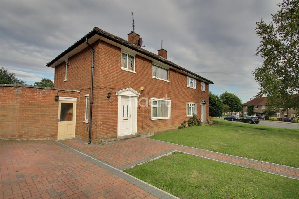 3 Bedrooms Semi Detached House for sale in West Oval, Kings Heath, Northampton