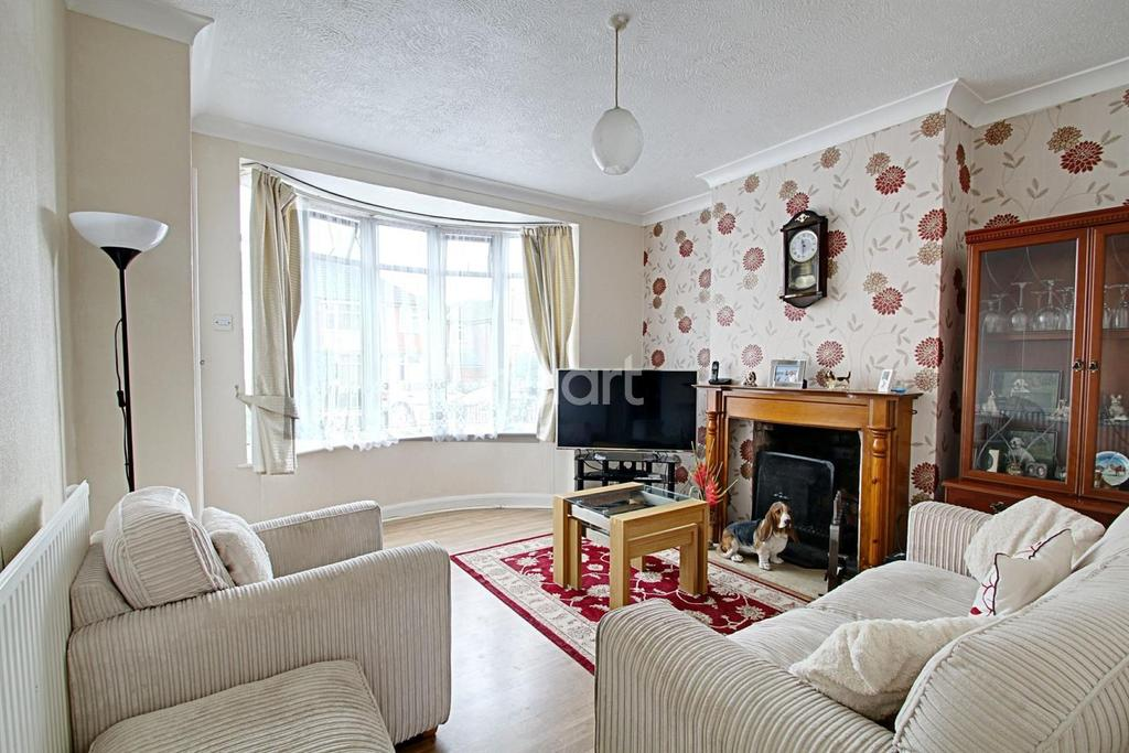 3 Bedrooms End Of Terrace House for sale in Burnaston Road, Aylestone, Leicester