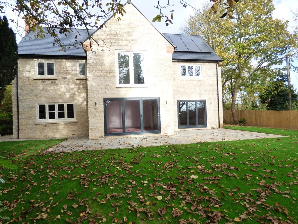 4 Bedrooms Detached House for sale in Idlicote Road, Halford