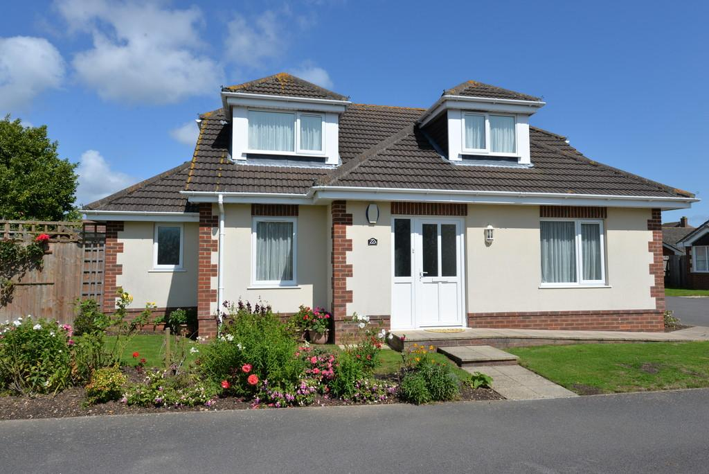 4 Bedrooms Detached Bungalow for sale in Durland Close, New Milton