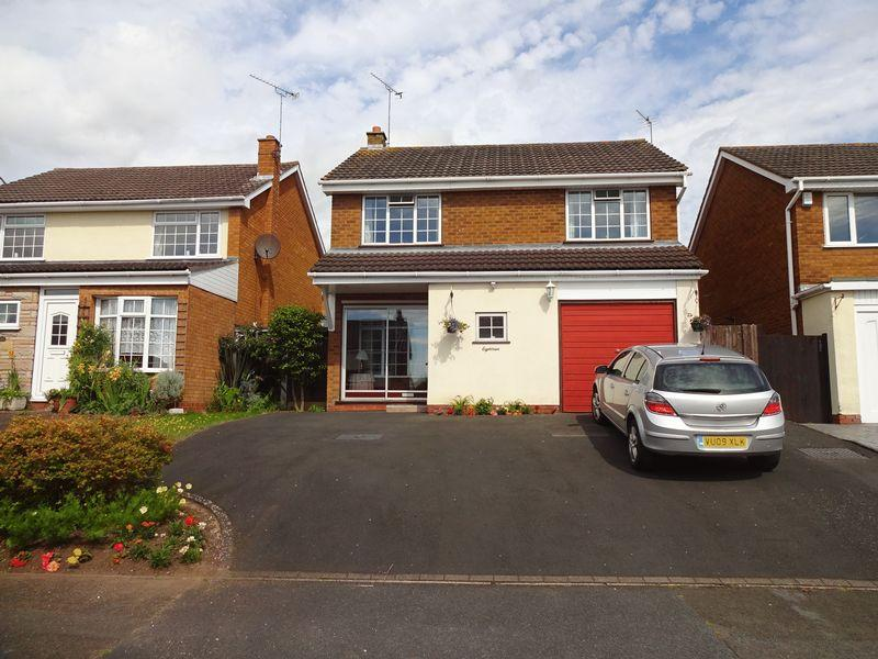 4 Bedrooms Detached House for sale in Bronte Drive, Kidderminster DY10 3YU