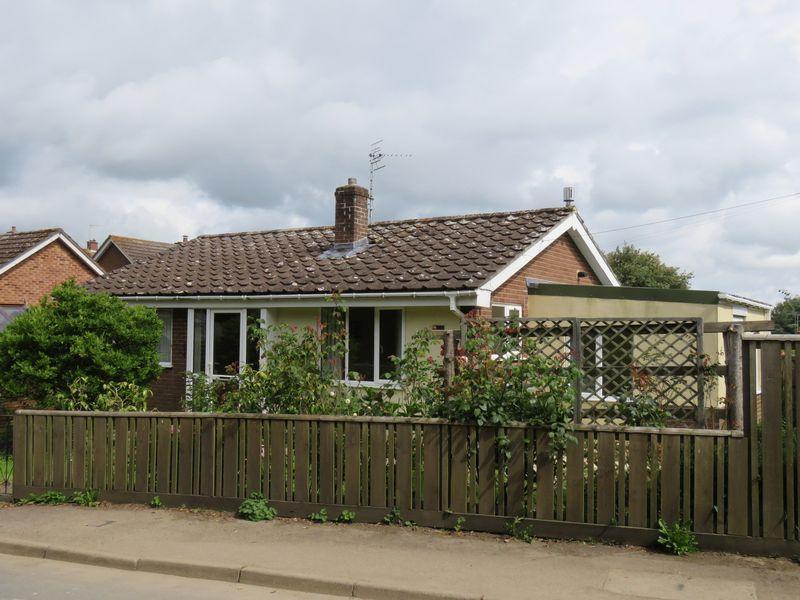 2 Bedrooms Detached Bungalow for sale in Glebelands, Cheriton Bishop