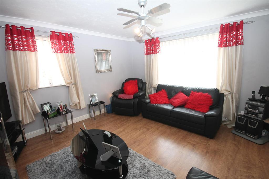 3 Bedrooms Semi Detached House for sale in Penistone Road, Middlesbrough