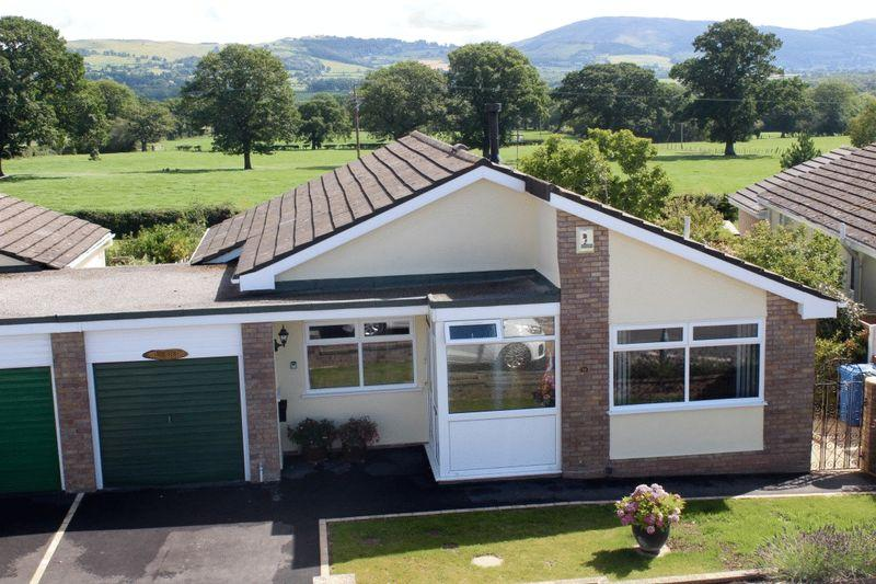 2 Bedrooms Detached Bungalow for sale in Clwydian Park Crescent, St. Asaph
