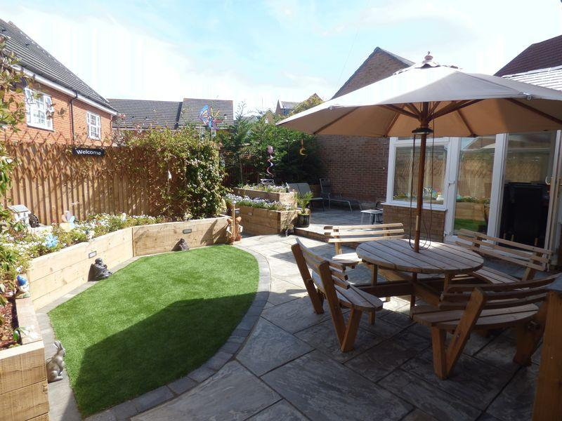4 Bedrooms Detached House for sale in Kirk View, Ashford