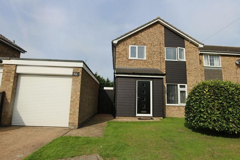 3 Bedrooms Semi Detached House for sale in Grampian Way, Lowestoft