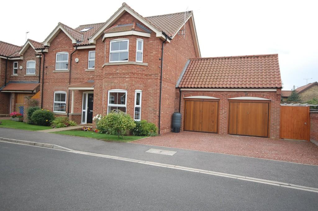 5 Bedrooms Detached House for sale in Willow Croft, Hook