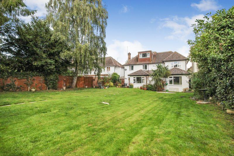 5 Bedrooms Detached House for sale in Bedford Avenue, Silsoe