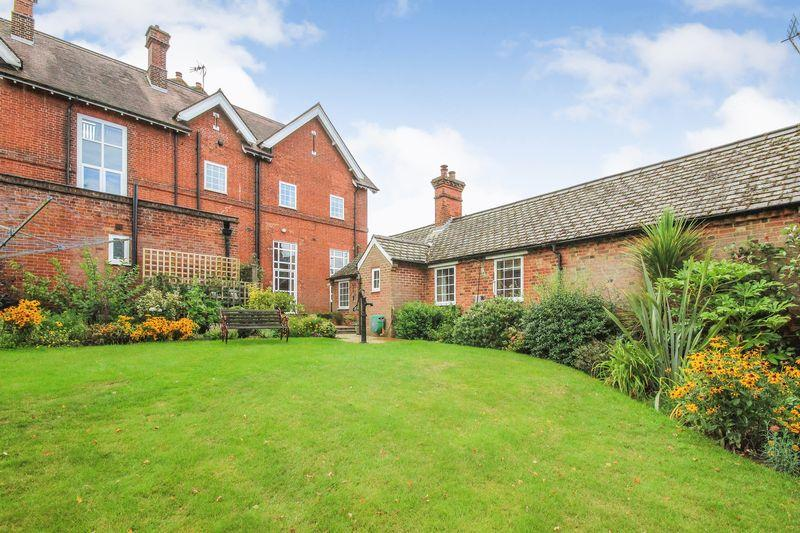 5 Bedrooms Unique Property for sale in High Street, Ridgmont