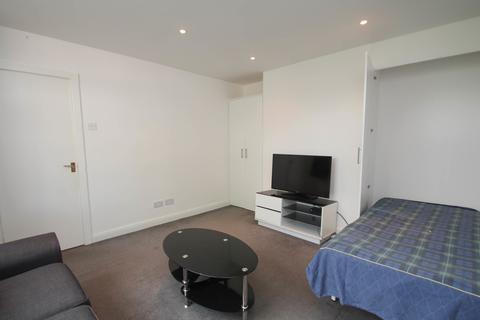 Studio to rent - Woodsend Road, Flixton, Manchester, M41