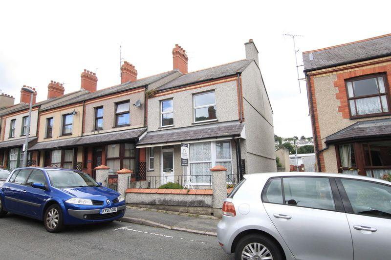 3 Bedrooms Terraced House for sale in Orme Road, Bangor